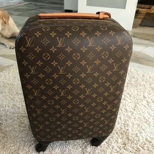 Authentic LIKE NEW Louis Vuitton rolling luggage